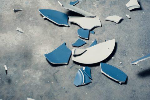 割れるガラス