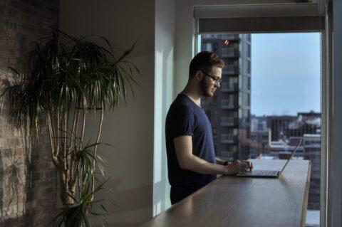 在宅勤務は副業をチャンスな理由5選【バレないのも大きなメリット】